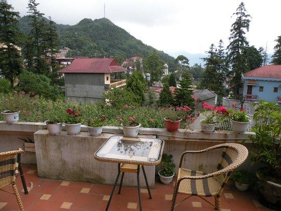 Sapa Elegance Hotel: terrasse devant la chambre
