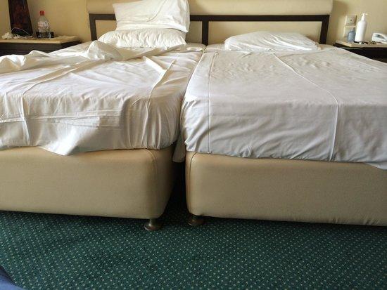 Corfu Holiday Palace: Ugly but comfortable bed!