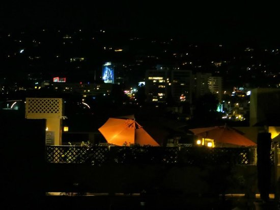 Le Parc Suite Hotel: The view of the Hollywood Hills from the skydeck