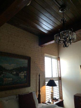 Ansonborough Inn: Vintage charm in the master bedroom.