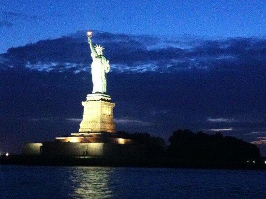 Bateaux New York: Statue de la Liberté éclairée