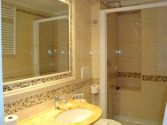 Hotel Viminale: bathroom