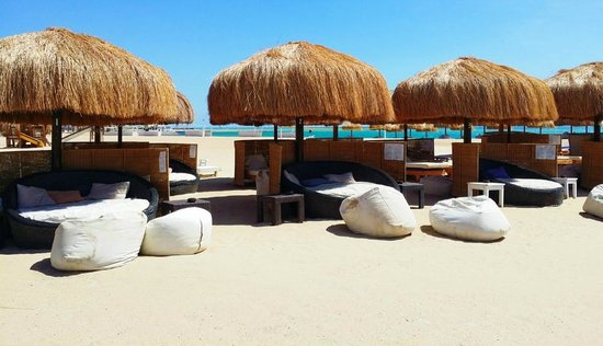 Moods Restaurant & Beach Club: Comfy, cosy and intimate!