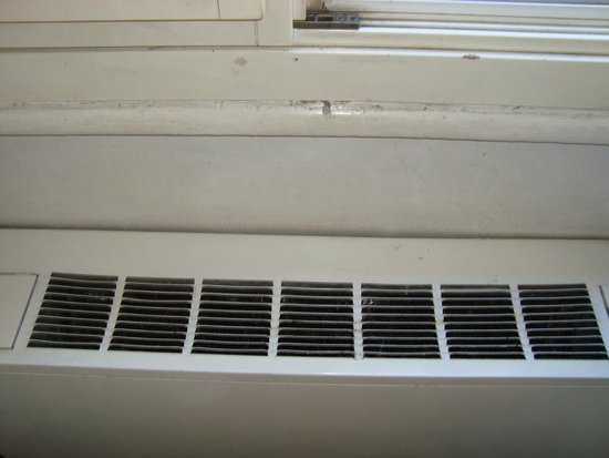 Hotel Viminale : air conditioner full of dust