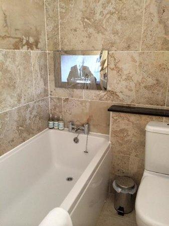 Hawksmoor Lakeland Guesthouse: tv