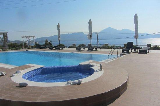 Miland Suites: Pool