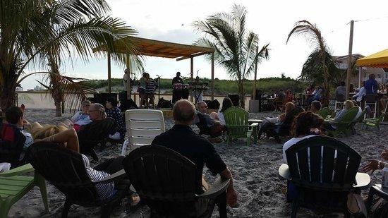 Laguna Grill And Rum Bar: Dr. Cheeko's Reggae Band at Laguna Grill