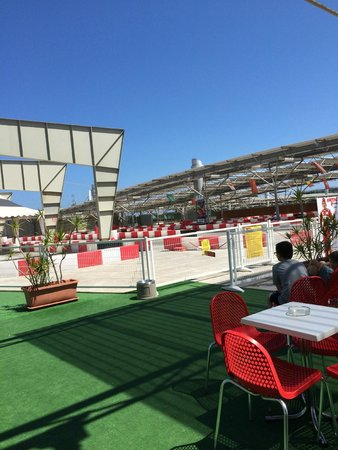 Fuengirola Beach Aparthotel: Go karting track on the roof of the Shopping Centre
