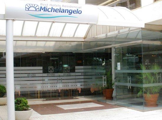 Entrada principal Best Michelangelo