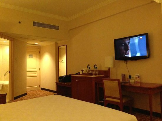 Hotel Aryaduta Makassar: The room amenities