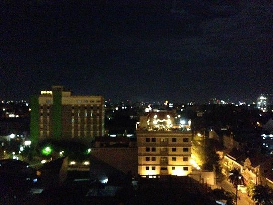 Hotel Aryaduta Makassar: Unfortunately, this time is the city view