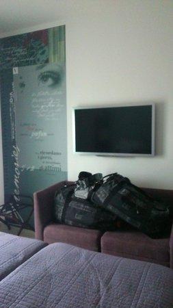 Hotel Valentina: tv and contemporary decoration