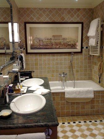Gstaad Palace Hotel : rechts wäre separate Dusche mit Hamam