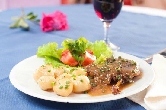 Au coin du foie gras: cuisse de canard confite au poivre vert de madagascar