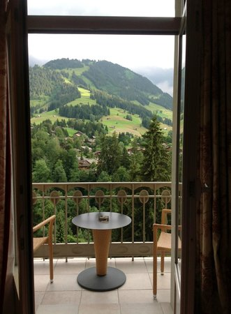 Gstaad Palace Hotel : wunderschöne Aussicht auf die Berge vom Zimmer