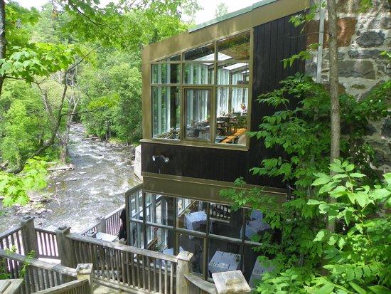 Moulin Wakefield Mill Hotel & Spa : Vue extérieure de la salle à manger