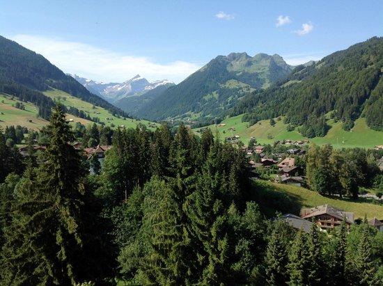 Gstaad Palace Hotel : Traumaussicht auf die Berge von unserem Balkon