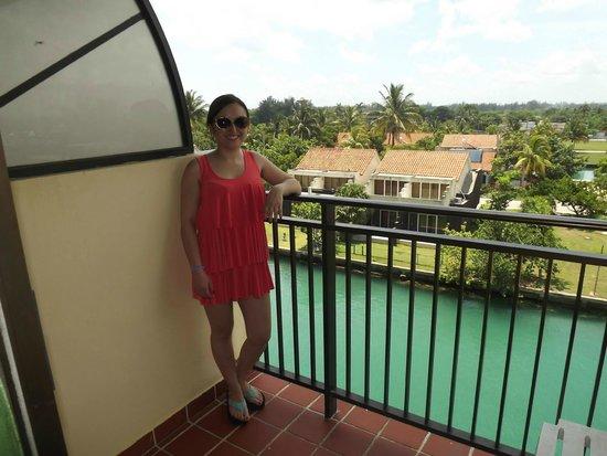 Hotel Club Acuario: Esta es la vista de una de las habitaciones, su balcón.