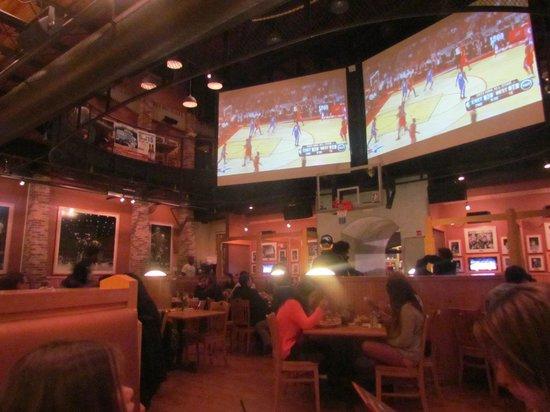 NBA City: Telão transmitindo All star game ao vivo