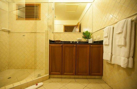 Antigua Yacht Club Marina Resort: Studi Bathroom