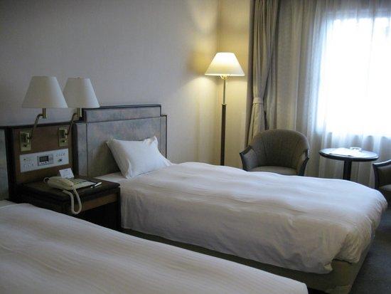 Hotel New Omi: 使いやすい部屋で、清潔な印象。