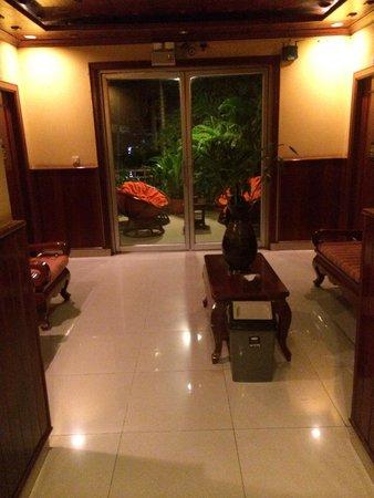 Golden Temple Villa: salon commun au premier étage