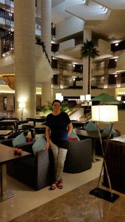 Sheraton Dubai Creek Hotel & Towers: The Lobby Cafe