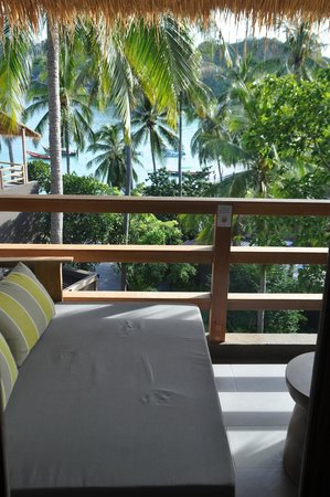 Haadtien Beach Resort: day beds for rainy days