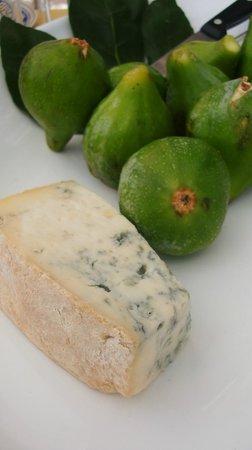 fichi freschi e formaggio