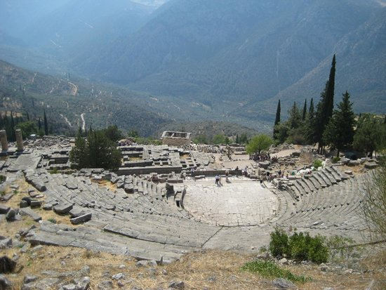 Ruines de Delphes : view over amphitheater, Delphi