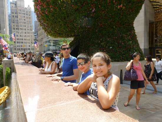 Streetwise New York Tours: Dan and the family at 30 Rockefeller Plaza