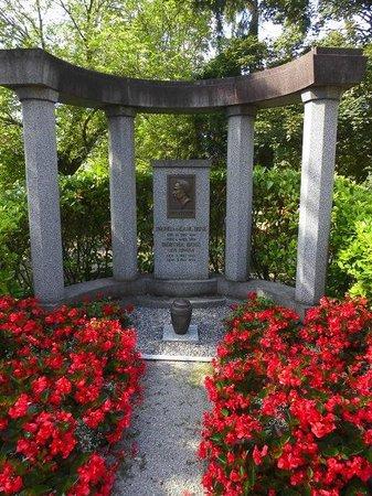 Die Grabstätte von Karl Benz und seiner Frau Bertha in Ladenburg
