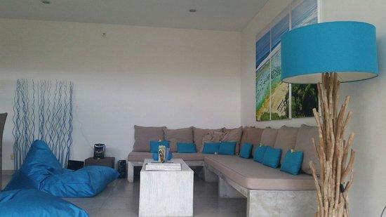 Bali Cosy Villa: Open area blue villa