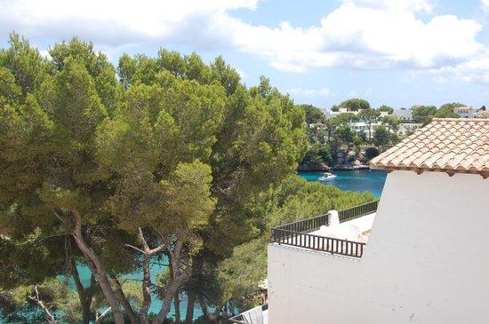 Barcelo Ponent Playa: Desde las habitaciones se ve la cala o la piscina
