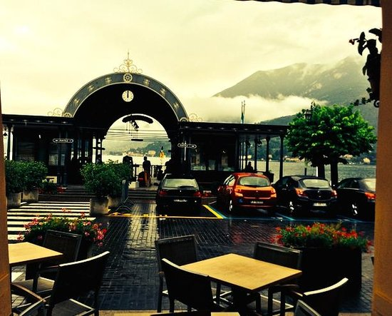 Ristorante Du Lac: View from the doorway out to the pier.