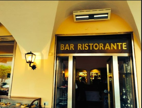 Ristorante Du Lac: The entryway to the restaurant.