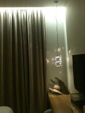 Coco-Mat Hotel Nafsika: Camera luci
