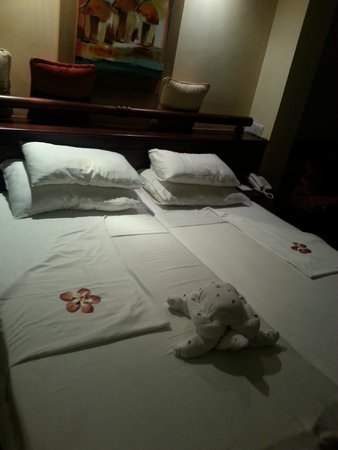 The Palms Hotel: room