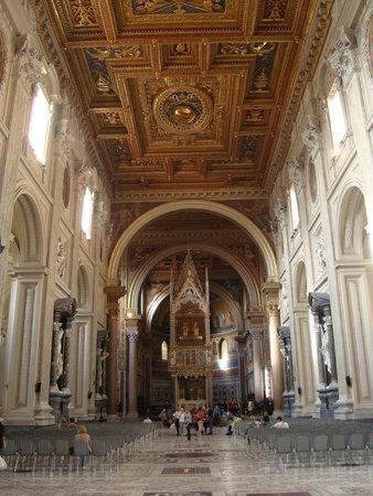 Arcibasilica di San Giovanni in Laterano: неф базилики
