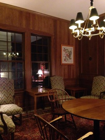 Colony Hotel: The library
