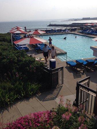 Colony Hotel: Salt water pool