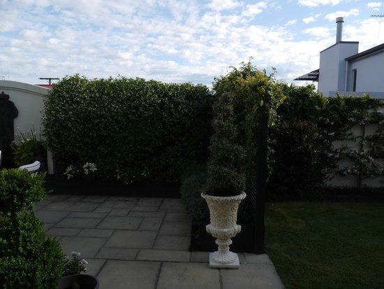 Casa del Mare Boutique Bed & Breakfast : Patio garden at Casa del Mare