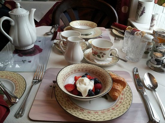 Barbican House: Great variety at breakfast