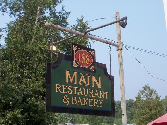 ‪‪158 Main Restaurant & Bakery‬: This the sign you have to stop at!‬