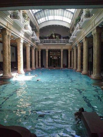 Danubius Hotel Gellert: la piscine intérieure