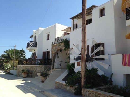Anemomilos: Hotel entrance