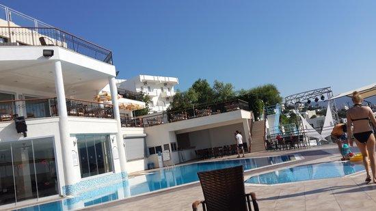 Rosso Verde Hotel: havuz