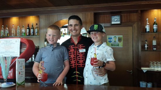 Mar Hotels Paradise Club & Spa: Bar staff were so friendly. Andres and Charles. Kids thought they were fab.