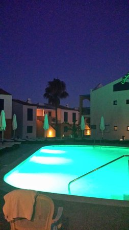 Aparthotel Paradise Club & Spa: The kids splash pool lights up and changes colour at night.