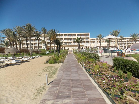 TUI SENSIMAR Scheherazade : View from the beach to the hotel